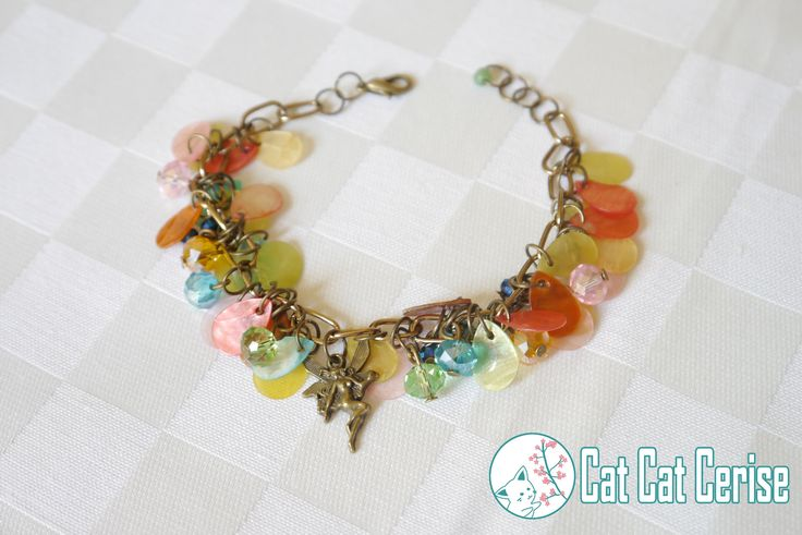 Pulsera Polvo de Hada. Con cristales y adornos tipo concha nácar :) #fairy #jewelry #bracelet #magic #cristals #joyeria #cristales #hadas