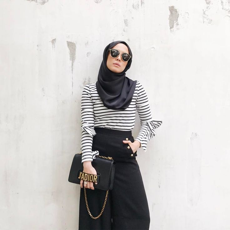 "24.7k Likes, 101 Comments - Vivy Yusof (@vivyyusof) on Instagram: ""Vuna needs to dress cool.  (Wearing @theduckgroup, @schmileymo top and @aere palazzo pants, from…"""