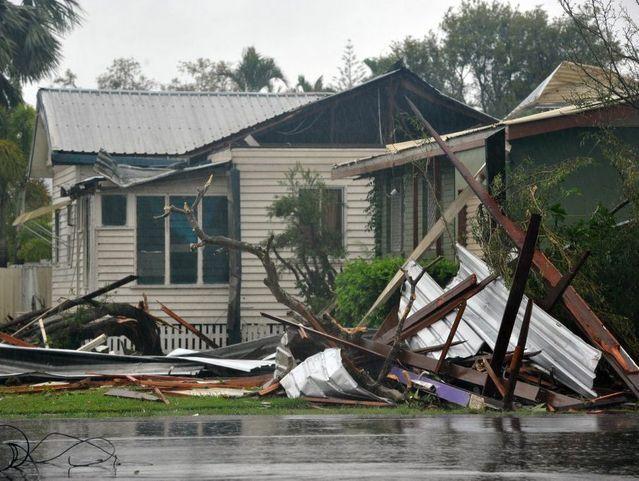 Mini-tornado hits Bargara  Widebay Burnett, Bundaberg Floods & Tornadoes January 2013