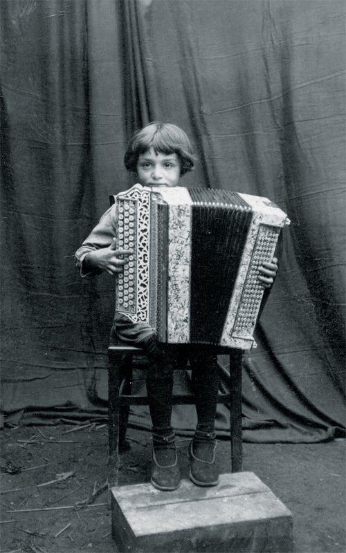 Linette Dalmasso, 1922 - 2011, französische Akkordeonistin, Sängerin und…