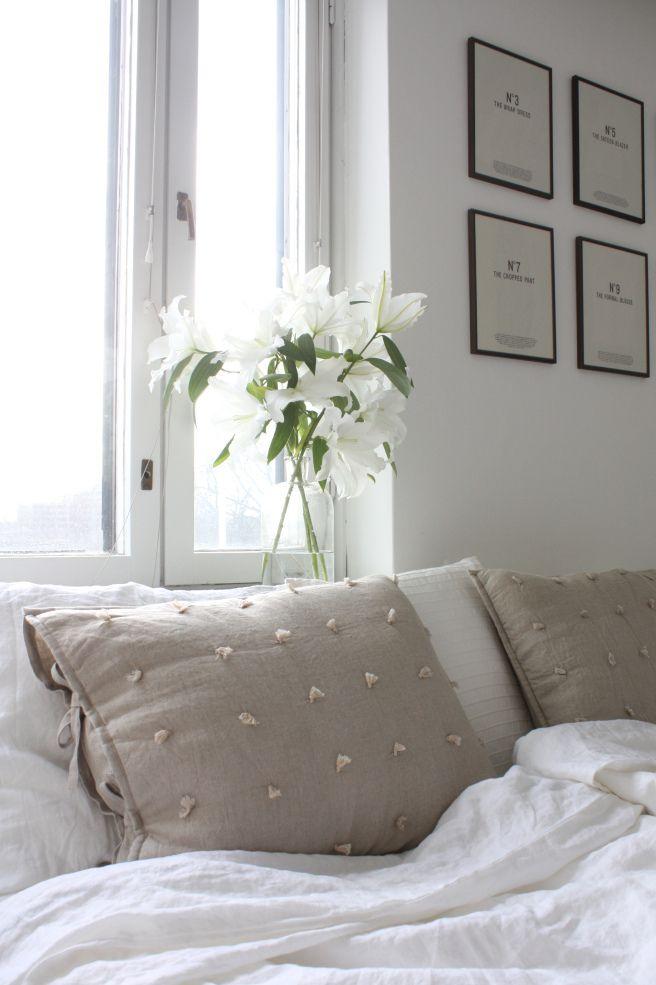 Homevialaura | bedroom | gallery wall | white lilies | white linen sheets | sand linen cushions
