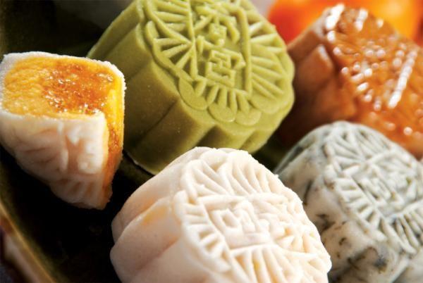 lotus seed mooncakes @ Shangri-La Bangkok