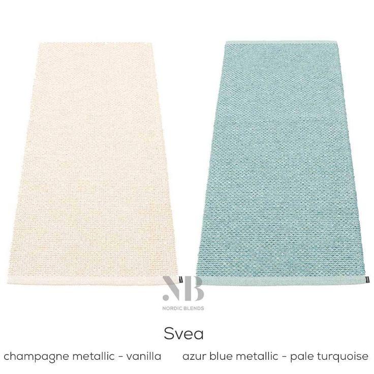Luxe plastic vloerkleed van Pappelina met mooie mat-metallic mix. Svea is er als badmatje en als loper: 70 cm breed en lengtes 50, 90, 160, 240, 320 en 400 cm.