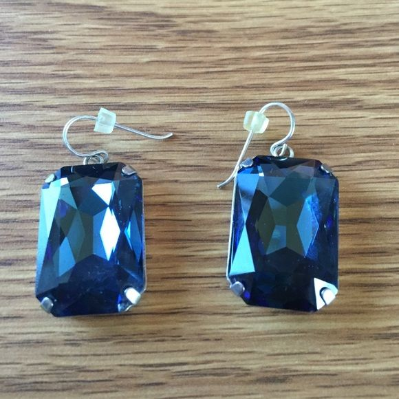 HOST PICK Vintage Giant blue rhinestone earrings Beautiful blue earrings! Stones measure 1 inch each. Can spice up any outfit! Vintage Jewelry Earrings