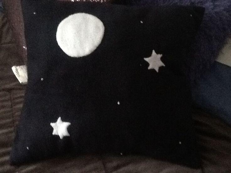 Cojín de lunas y estrellas