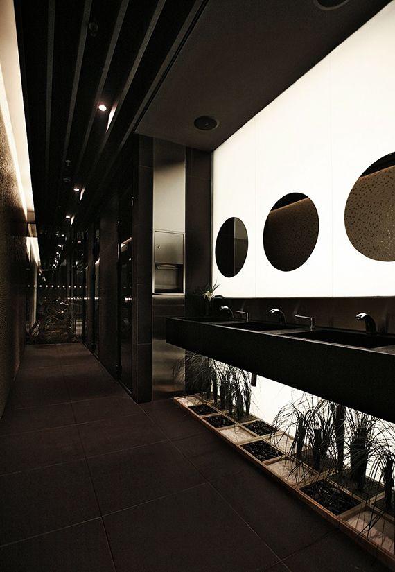 Stilvolles und mutiges Badezimmerdesign in schwarzem #Badezimmer #schwarzes #design #stylish
