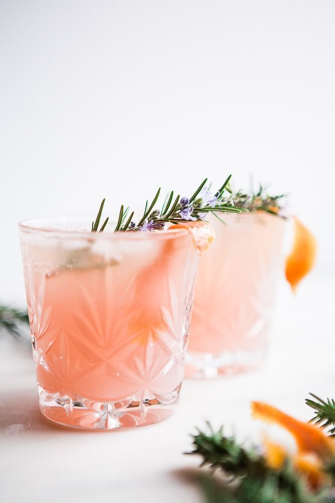 This grapefruit cardamom gin fizz looks delicious