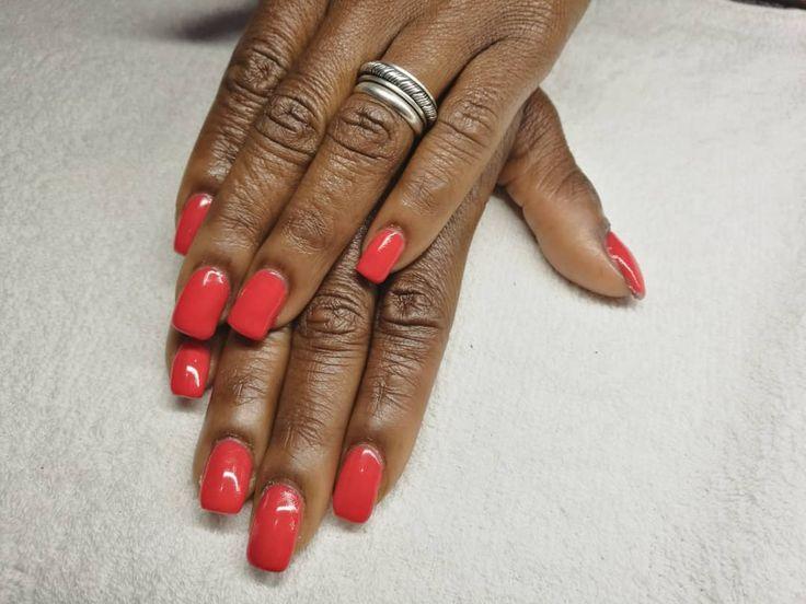 Uñas de gel con mucho color. #manicura #manicure #nails #uñas #gelnails #uñasgel  #uñasrojas #beauty #revivenailbeauty #barcelona #beautysalon #nailsalon #orangenails