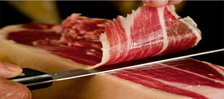 Descubre una selección muy cuidada de los mejores jamones ibéricos y serranos