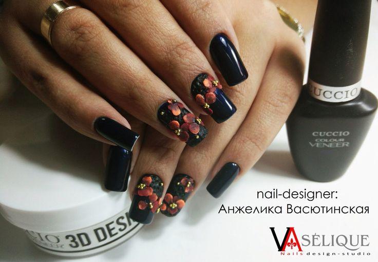 Как всегда шикарная работа от Анжелики Васютинской - основателя ногтевой студии Vaselique, Одесса.  Выполнено на гель-лаках Cuccio Veneer и гелевой пудре для 3D-дизайна ногтей Cuccio Veneer 3D Design Powder.