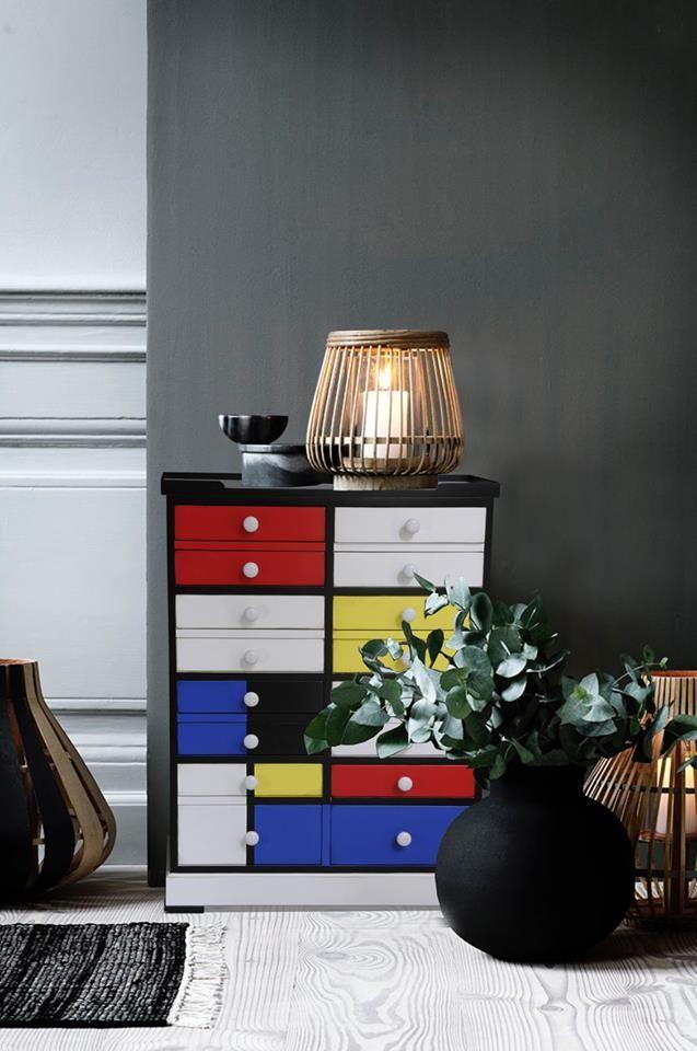 colourful cabinet woonkamer ideen interieur inspiratie storytelling furniture gekleurd dressoirkastje klassiek