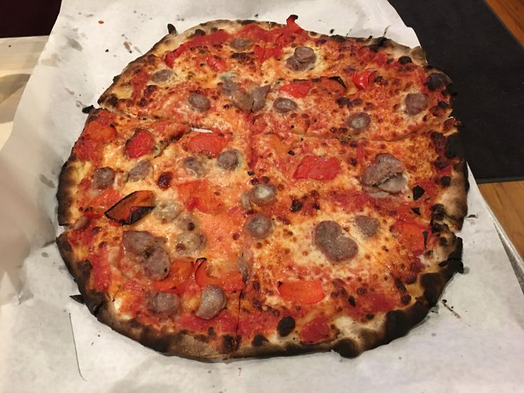 Frank Pepe Pizzeria Napoletana (New Haven, CT, U.S.A.)