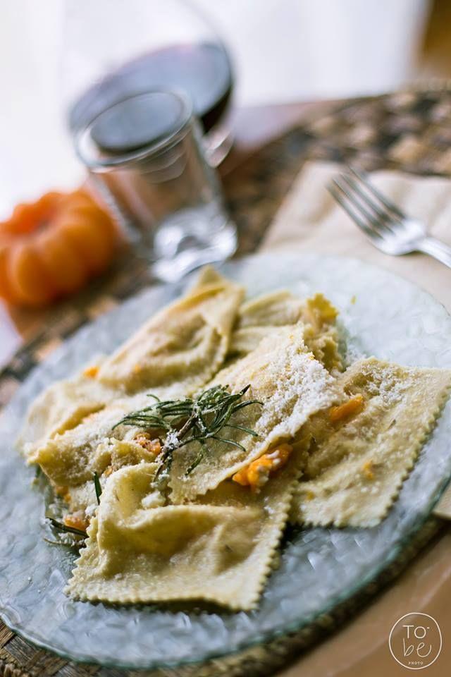 #pranzetto vegetariano a base di #ravioloni alla zucca con Timo e Rosmarino facebook.com/to.bephotography