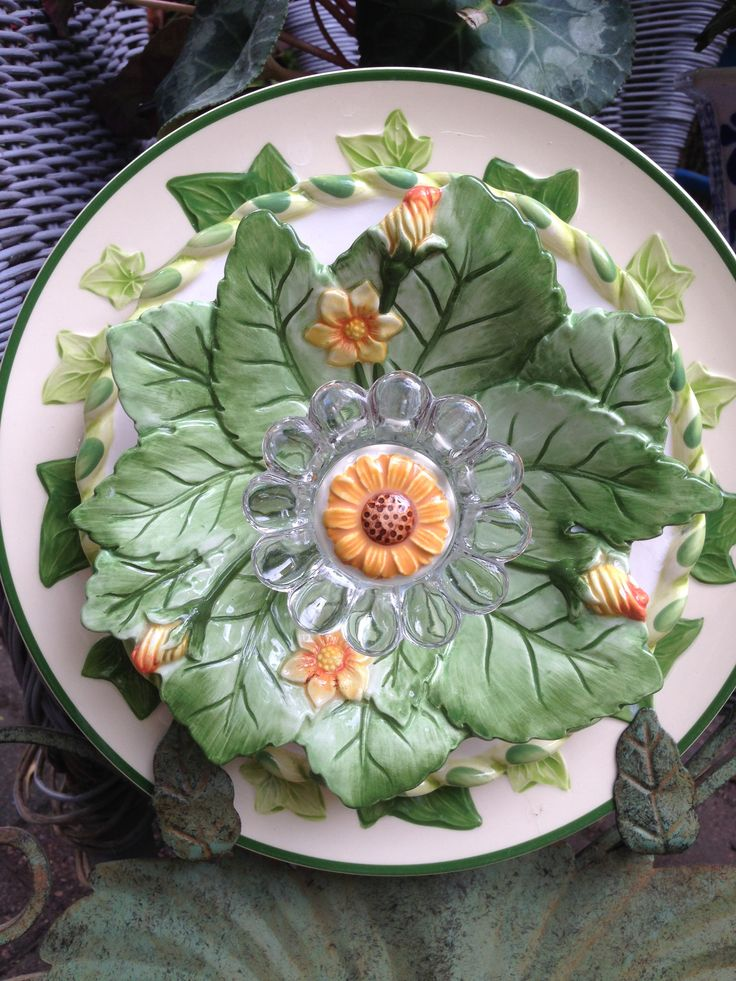 This flower includes a Franciscan plate and a beautiful Fitz & Floyd bowl.  MiMi's Plate Flowers