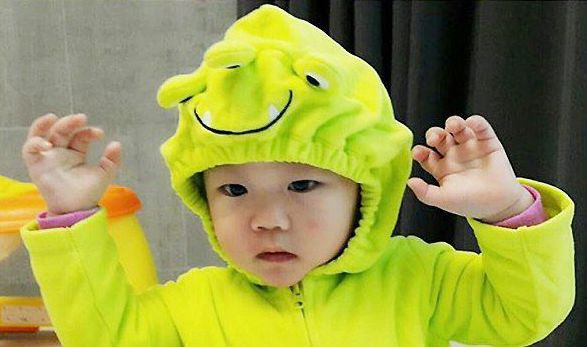"On October 31, soccer player Lee Dong Gook posted photos of his son Daebak dressed up as a frog for Halloween on his Instagram. He commented, ""Happy Halloween! Ribbit, ribbit, Daebak."" In the photo, Daebak is seen wearing a bright green frog costume with mischievous facial expression. He's lifting h..."