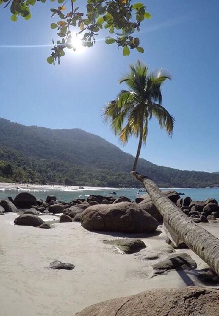 Praia do Aventureiro, Angra dos Reis, Rio de Janeiro, Brasil...