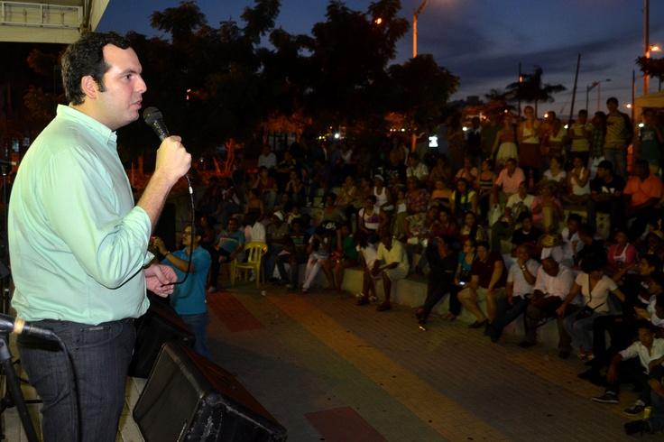 Secretario Afif Siman se dirige a los asistentes en Celebra la Música en Barranquilla. Crédito Secretaría de Cultura de Barranquilla.