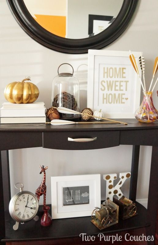 Beautiful and modern Fall accents and textures make this entryway decor cozy and welcoming.