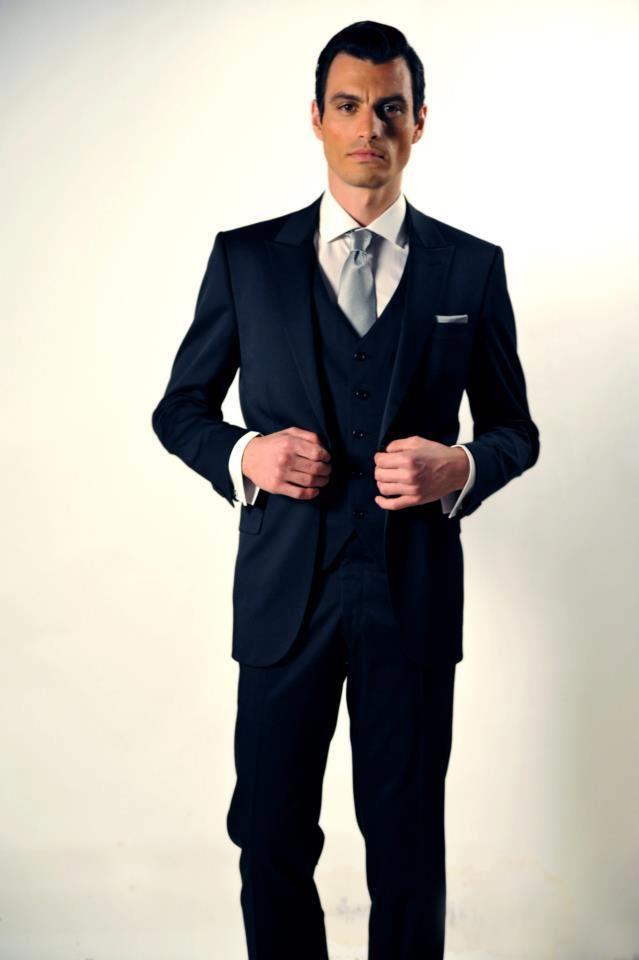 Κοστούμι με γιλέκο s120 wool Ιταλίας Slim fit, χειροποίητο πουκάμισο 100% cotton Αγγλίας, χειροποίητη γραβάτα και pochette Italo Ferretti 100% silk Ιταλίας