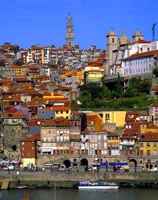 Oporto, una ciudad con encanto vía globedia.com