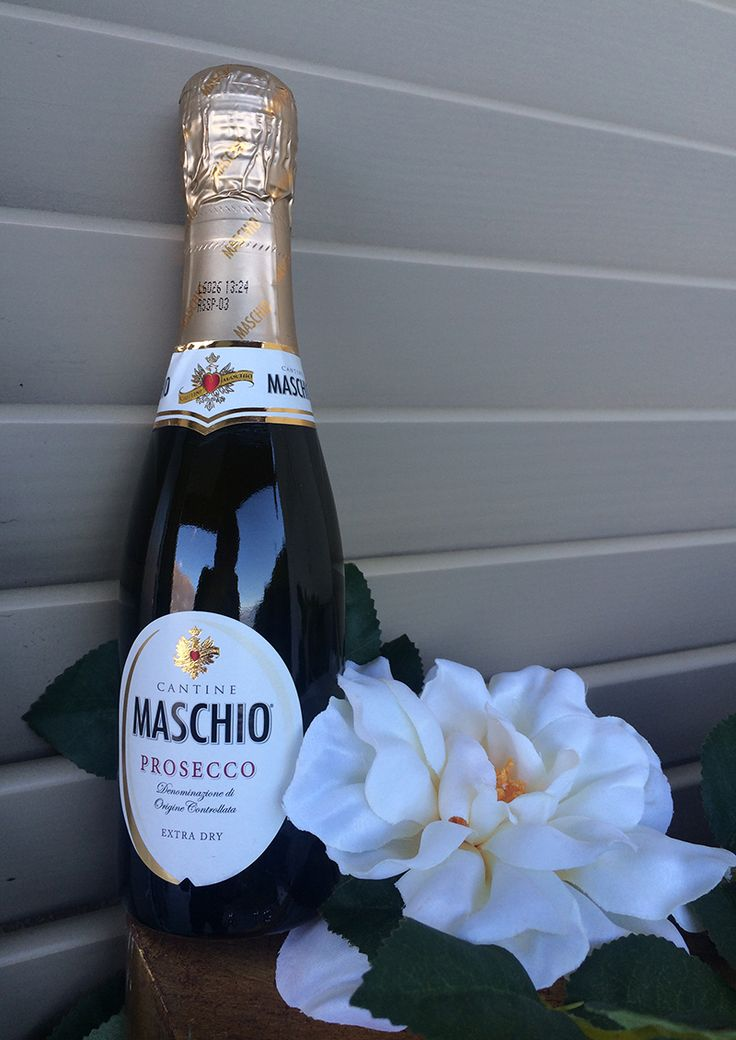 Mini Prosecco bottles. The perfect refreshing Italian wedding favor or arrival gift for your wedding guests.