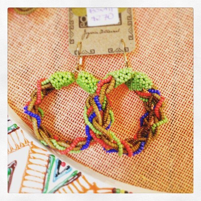Aretes hecho a manos con la hoja de pino. Técnica de Okoxal. Handmade earrings made of a pine leaf with a technique call Okoxal