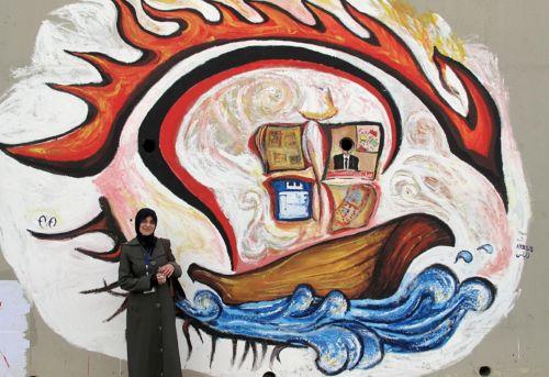 El proyecto que os presentamos esta semana es Women On Walls que consiste en una iniciativa lanzada en la primavera de 2013 en Egipto en la que se utiliza el graffiti para hablar de mujeres y de temas relacionados con la mujer y los derechos de éstas con el objetivo de contribuir a la potenciación de la mujer árabe. WOW también trabaja para fortalecer a las artistas grafiteras y sus esfuerzos para crear una presencia femenina más visible en las calles de Egipto y el Medio Oriente.