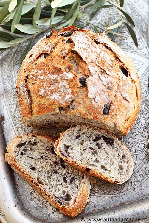 Paine rustica cu masline negre - Rustic bread with black olives