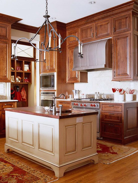 Delicious! Tons of cabinet storage in warm woods, plus a great-looking island.  I would never leave this room.