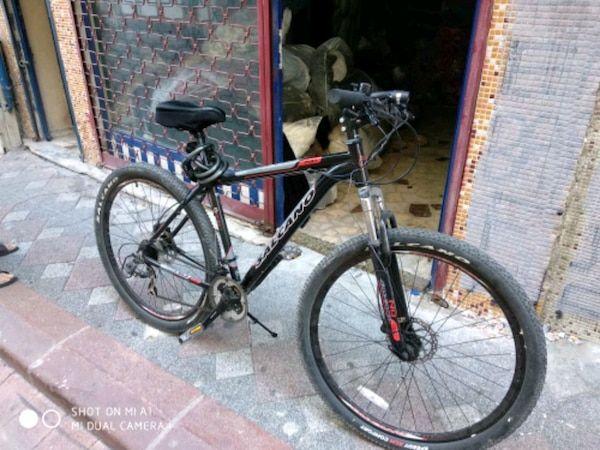 Ikinci El Satilik Siyah Ve Kirmizi Salcano Hardtail Dag Bisikleti