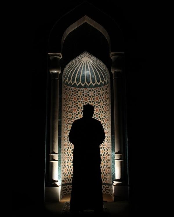 Teslim olduğun ne ise.. Teselli bulduğun da odur.. Ve teslimiyet yalnızca Allah'a dır.. Allah'a teslim ol ki teselli bulasın... | Hz Mevlana