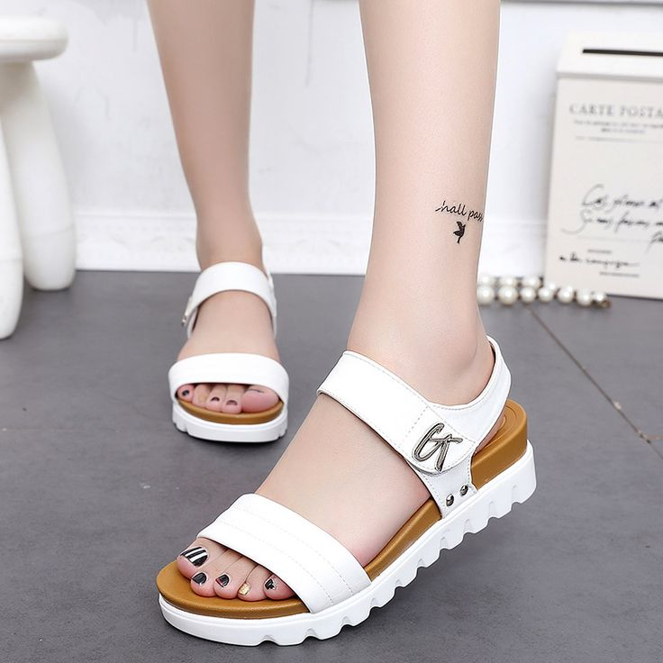 2018 summer new cool retro leisure flat-bottomed gladiator sandals female students with beach sandals