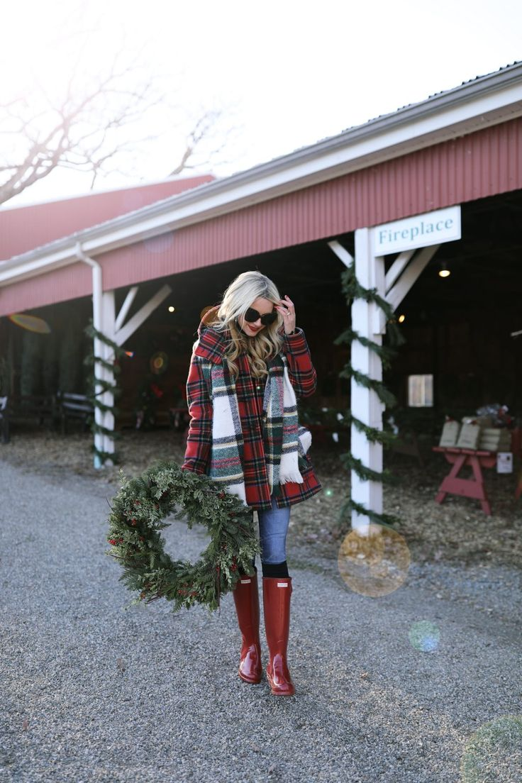Blair Eadie wearing Hunter Original Tall Boots in Military Red on http://the-atlantic-pacific.com/