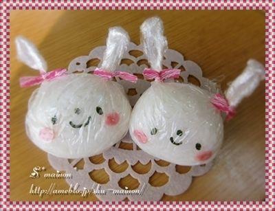 Wrapping rabbit onigiri
