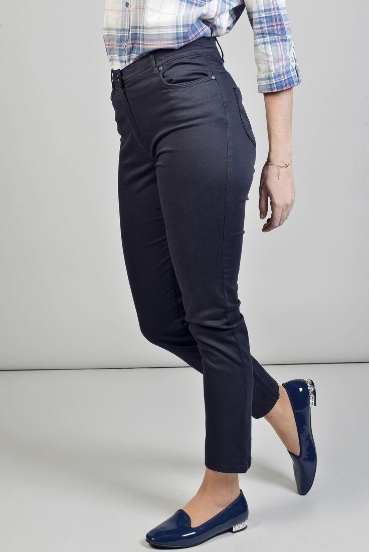 """Pyramide pant 7/8 slim brode Réf :  17PS1928 Pantalon slim façon jean chino, il possède des passants à la taille et 5 poches. Avec ses poches arrière brodées et strassées ça lui donne un air furieusement """"couture"""". Associez le avec une belle tunique pour effet city/chic assuré. #Antonelleparis #pantalon #bleu  #clothing  #fashioneditor #classic  #lookoftheday #closet #whatimwearingtoday #dailylook  #womenswear #ss17"""