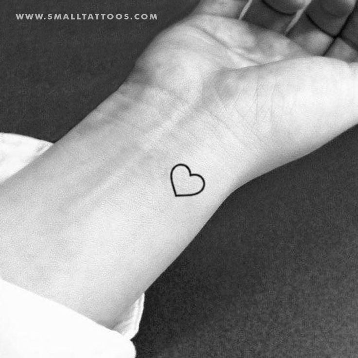 Small Heart Outline Temporary Tattoo Set Of 3 Tatuaje Pequeno En La Cadera Tatuaje De 3 Corazones Tatuajes De Corazon En La Muneca