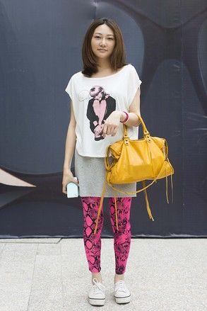 北京 Sanlitun, BEIJING. Zitong Yang, works in entertainment. Balenciaga T-shirt, Playboy shoes, skirt from Taobao, leggings from Japan. 【スライドショー】アジアの街角ファッションスナップ―北京、ソウルなど