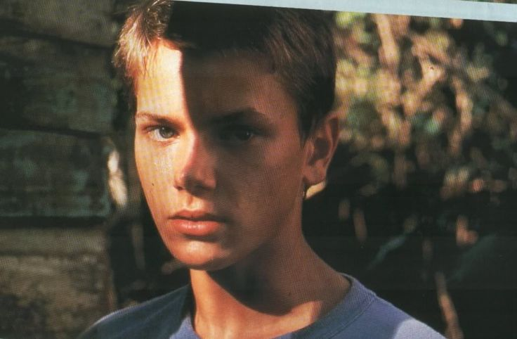 After reading his resume, Weir casted River Phoenix as Charlie Fox in The Mosquito Coast because he saw striking similarities between the actor and the character.