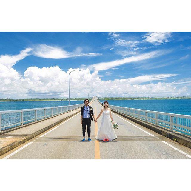 【kounotori_wedding】さんのInstagramをピンしています。 《wedding photo report📍来間大橋💙 #西方festival ・ ・ #wedding#weddingphoto#weddingphotography#resort#love#happy#beautiful#sea#beach#sky#結婚式#ビーチウェディング#海#空#砂浜#青空#リゾートウェディング#リゾ婚#ロケーションフォト#ロケフォト#ウェディングフォト#前撮り#プレ花嫁#結婚式準備#沖縄#宮古島#幸の鳥wedding》