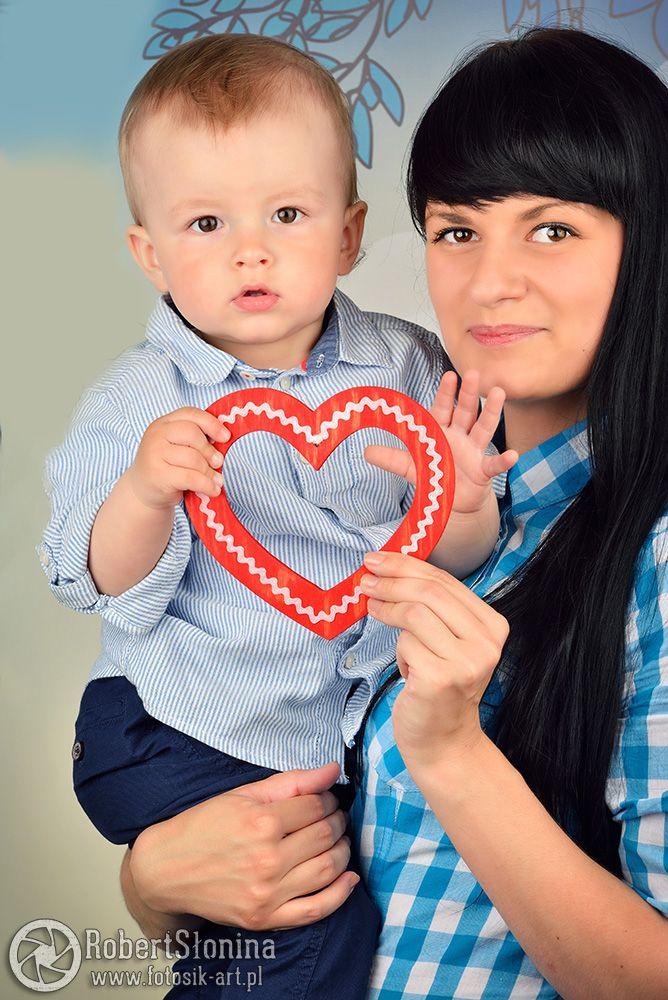 Więzi łączące dziecko z matką są silne przez całe życie