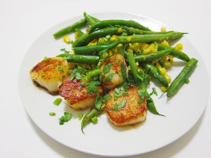 Herby Restaurant-Quality Scallops With Green Beans and Corn