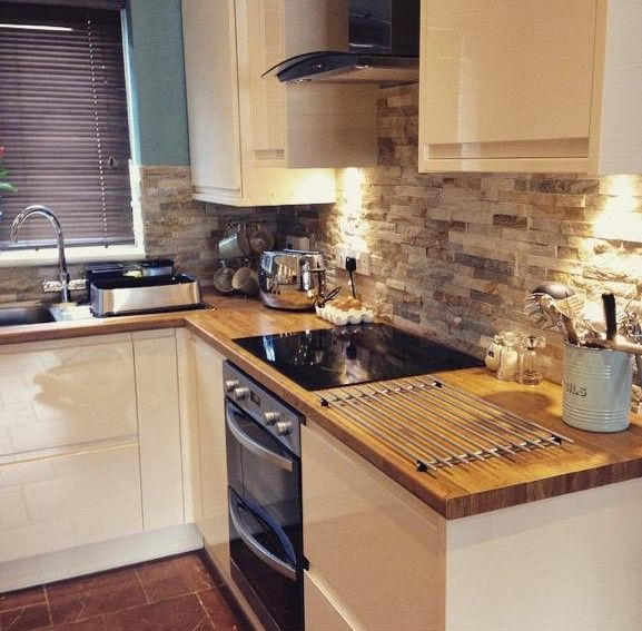 Lovely kitchen, featuring our oyster splitface tiles on the wall. Looks so fab. Visit www.highamstoneandtile.co.uk