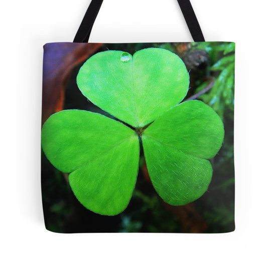 Green cloverleaf with a tiny waterdrop tote bag by fotosbykarin @ Redbubble #bags #totebags #green #cool #fotosbykarin #Redbubble #KarinRavasio #kravasio