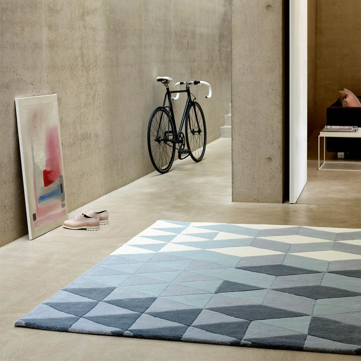 The trend for geometric patterns shows no sign of slowing down. This striking Cluster rug collection is available in two colourways featuring dusky mauve's and smoky blues