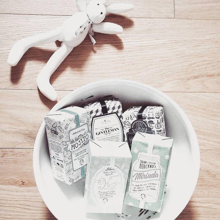 """@contigomondo en Instagram: """"Acaban de llegar a contigo los jabones más bonitos del mundo de @oliviasoaps y no me he podido resistir traer algunos a casita para disfrutar con mi querido Sergio  la cerámica de fondo es de la preciosa @perfectdaysdiary es una delicia...la combinación perfecta """""""