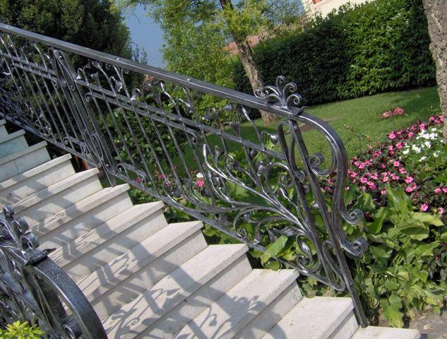 Oltre 25 fantastiche idee su scale esterne su pinterest - Ringhiere per giardino ...