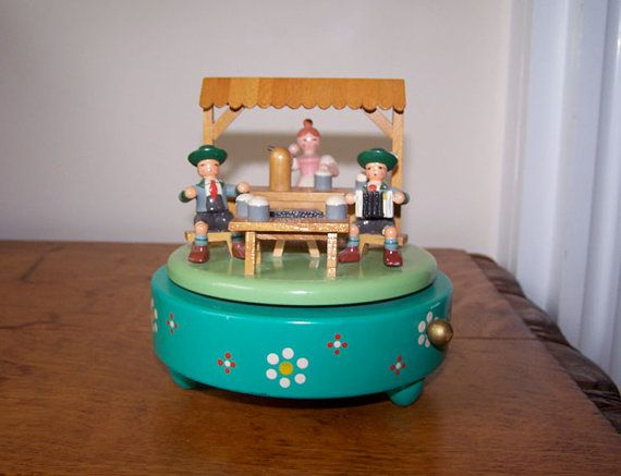 Erzgebirge, Wendt Kuhn, Beer Garden, Music Box, Oktoberfest, Erzgebirgische Volkskunst, Expertic, German Democratic Republic, East Germany