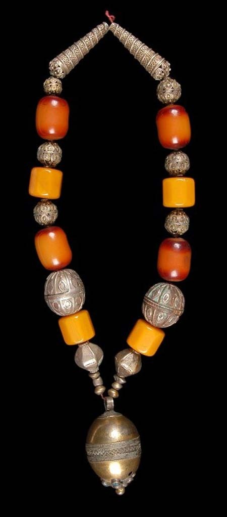 Yemen   Necklace from Ta'izz. Similar necklace are also worn by the women living on the Harar plateau in Ethiopia   Silver, amber, gold wash/ gold gilt silver.