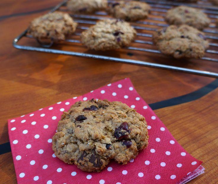 Cookies med mørk chokolade og tranebær