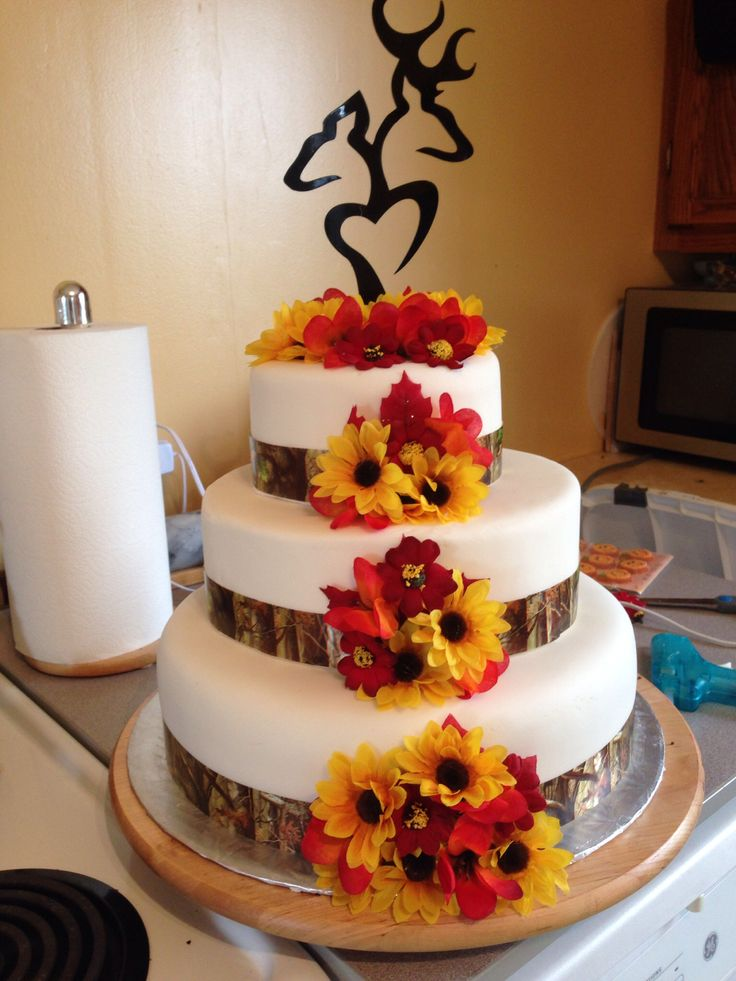 fall wedding cake designs 25 best ideas about camo wedding cakes on 14159